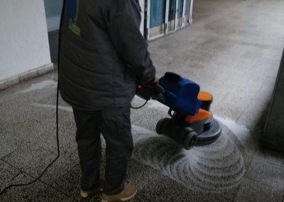 Mašinsko poliranje pločica u hodinu