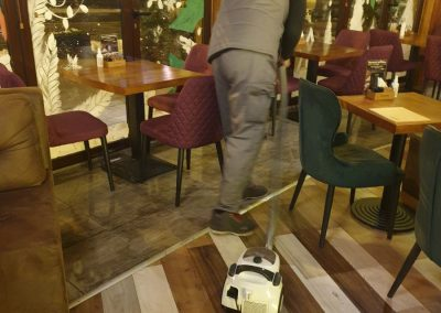 Usisavanje podova ugostiteljskog objekta