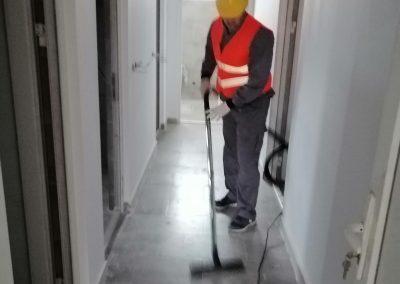 Usisavanje zaprljanog hodnika
